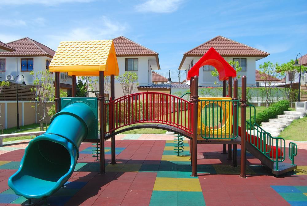 Выбираем покрытие для детской площадки: безопасность прежде всего